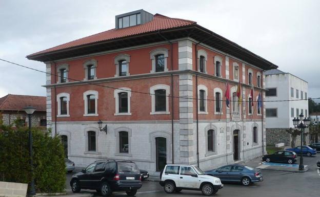 Edificio Monseñor de Cos (al lado de instalaciones deportivas) @ SOLARES